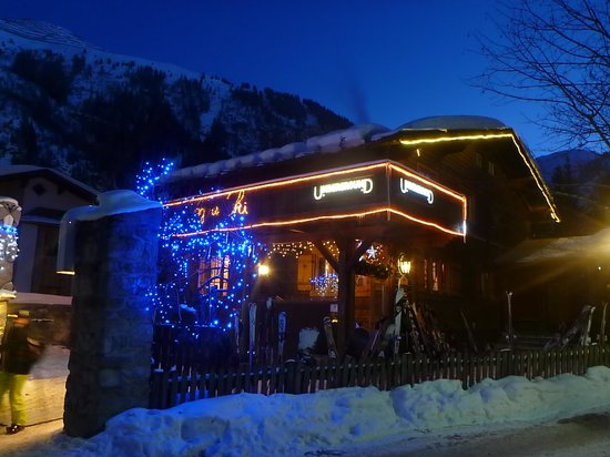 Underground on the piste apres ski bar St.Anton