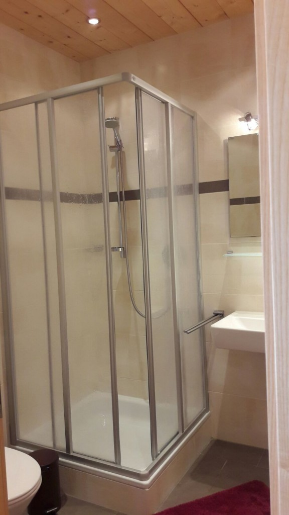 Shower room for ski in apartment in St Anton