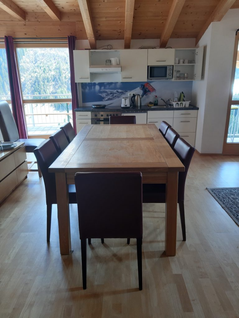 Dining Table in Taps