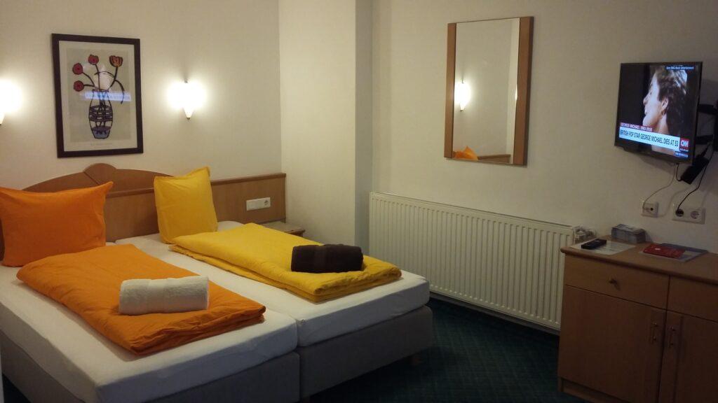 Studio Twin beds