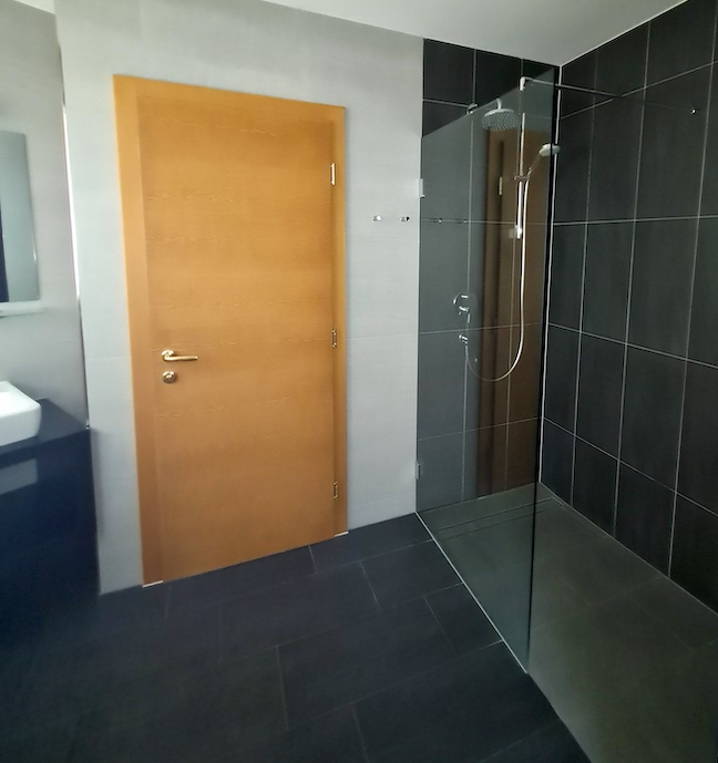 Walk in shower in St.Anton Luxury Chalet